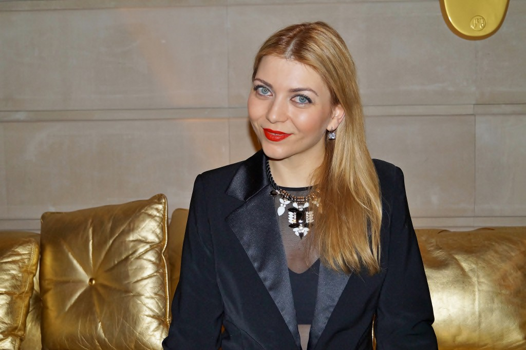 Schwarz für Lola in Paris