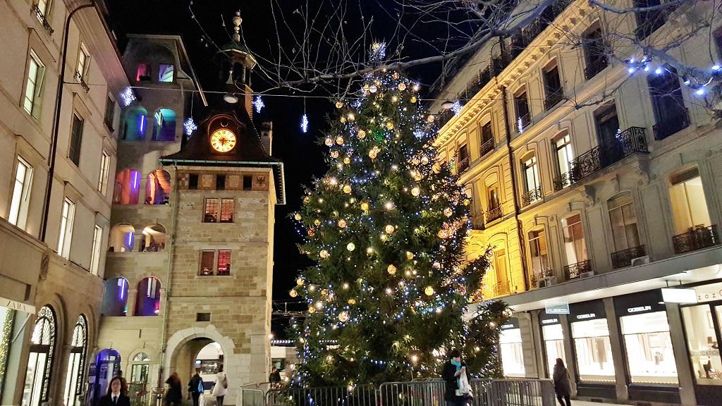 Genf am Abend in der Adventszeit