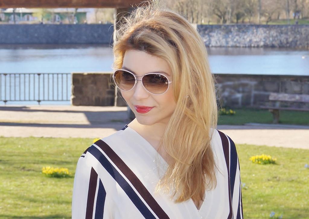Sonnenbrillen mit der weißen Fassung